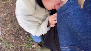 Девушка сосёт незнакомцу. Минет на публике в парке – Victoria Treason